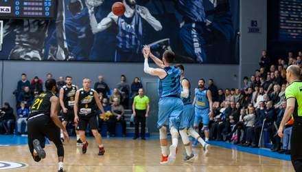 Украинский баскетболист забросил мяч со своей половины перед самой сиреной: невероятное видео