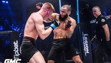На турнире по MMA произошла массовая драка из-за рефери: видео
