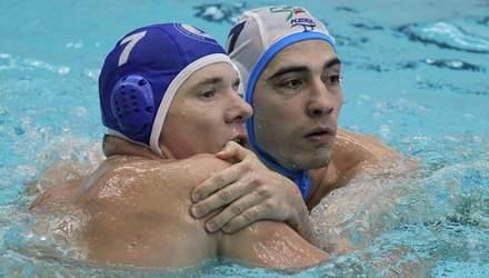 В России ватерполисты устроили массовую драку прямо в бассейне во время матча: видео