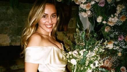 В ніжній шовковій сукні: Майлі Сайрус показала нові фото з таємного весілля
