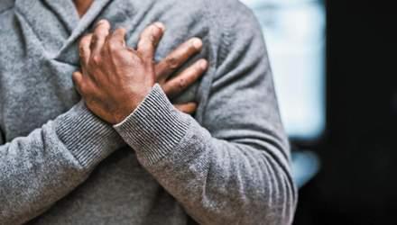 Почему покалывает в груди: причины