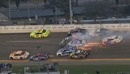Во время гонки Daytona 500 произошла массовая авария с участием 21 автомобиля: видео