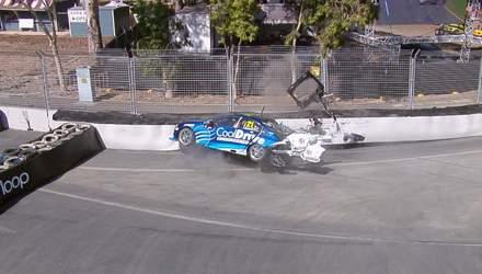 Гонщик влетів у бетонну стіну ще до початку перегонів: відео карколомної аварії