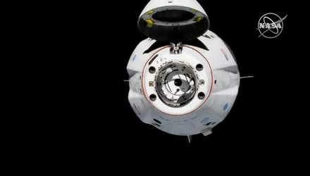 Космічний корабель SpaceX успішно пристикувався до Міжнародної космічної станції