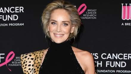 60-річна Шерон Стоун вразила розкутим фото в трендовому пальто