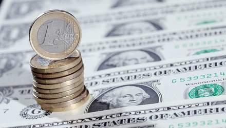 Готівковий курс валют 15 березня: гривня продовжує суттєво дешевшати