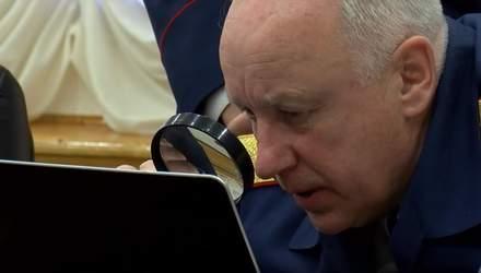 """Головний слідчий Росії з допомогою лупи намагався """"знайти Путіна"""" на екрані ноутбука"""