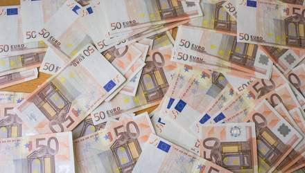 Готівковий курс валют 20 березня: гривня продовжує падати, однак не так стрімко