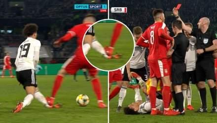Сербський футболіст ледь не відірвав ногу партнеру Зінченка: моторошне відео
