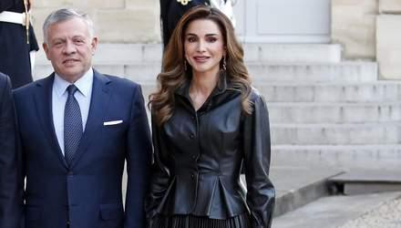 Королева Ранія підкорює Париж у стильному шкіряному вбранні: ефектні фото