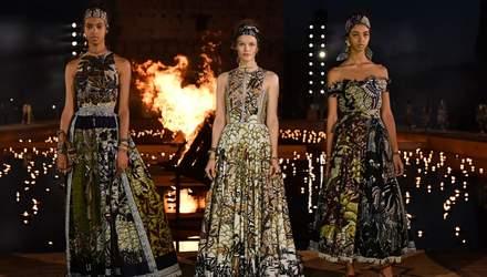 Багаття посеред води та нічне шоу в закинутому замку: як пройшов показ Dior в Марракеші