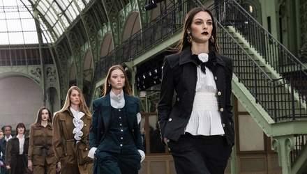 Необычные декорации и стильная одежда: чем удивила новая коллекция Chanel Cruise 2020