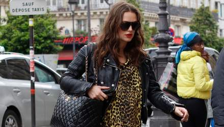 Вагітна Кіра Найтлі засвітилася на вулицях Парижа у леопардовій сукні