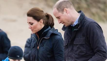 Не по-королевски: Кейт Миддлтон и принц Уильям приняли участие в уборке пляжа