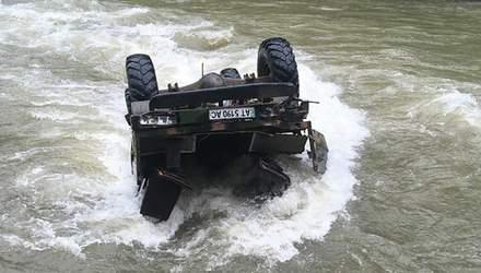 Екстрим по-українськи: деталі падіння вантажівки з білорусами у гірську річку на Прикарпатті