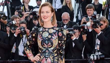 Акторка Єва Герцигова оголила груди у прозорій сукні: фото 18+