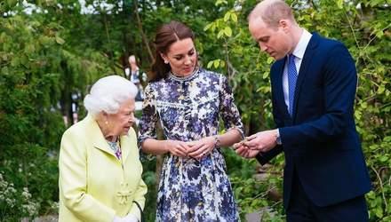Кейт Міддлтон прогулялась по саду разом з королевою та принцом Вільямом: чарівні фото