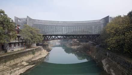 Між двома берегами: міст-музей відкрили у Китаї – фото надзвичайної споруди