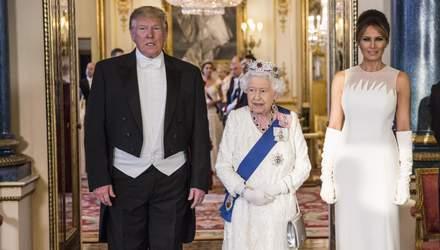 Леди в белом: Кейт Миддлтон, Елизавета II и Мелания Трамп пришли на ужин в роскошных платьях