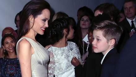 Дочь Анджелины Джоли и Брэда Питта готовится к смене пола, – СМИ