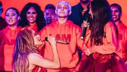 Видео дня: Дженнифер Лопес спела на одной сцене со своей дочерью Эммой