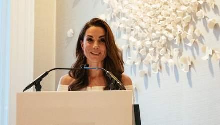 В белом платье с обнаженными плечами: Кейт Миддлтон поразила новым выходом