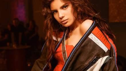 Пішла у відрив: сексапільна Мішель Андраде презентувала запальний кліп на пісню Tranquila