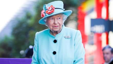 Елизавета II лично контролирует частную жизнь принца Гарри и Меган Маркл, – СМИ
