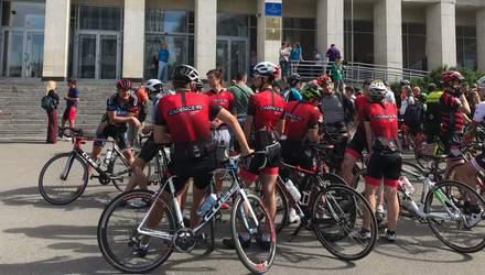 У Києві велосипедисти вийшли на протест через скандал з чемпіонкою Ганною Соловей: фото