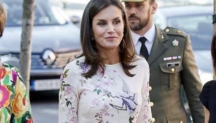 Ее Величество Летиция повторила свой безупречный образ во время благотворительного мероприятия