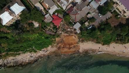 Обвал на пляже в Одессе: зрелищные фото и видео руины с высоты