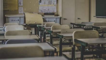 Почему сейчас нельзя повышать зарплаты учителям
