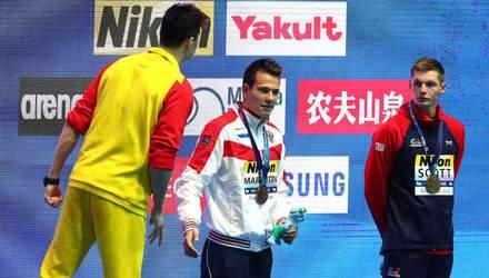 Олимпийский чемпион устроил горячую перепалку из-за соперника, который отказался пожать руку