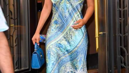 В шелковом платье: Приянка Чопра демонстрирует стильный летний образ в Нью-Йорке