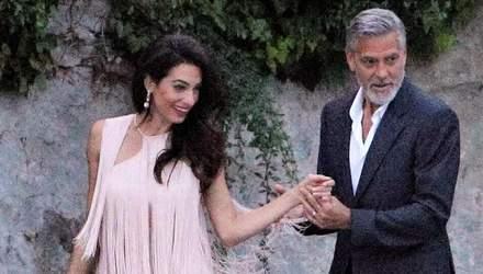 Амаль Клуні зачарувала новим романтичним образом в Італії: фото
