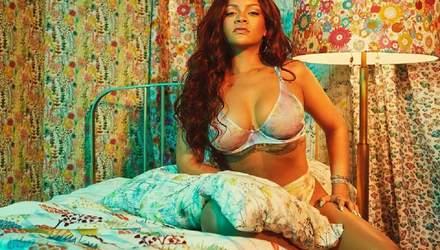Сексапильная Рианна засветила пышную грудь в белье собственного бренда: фото