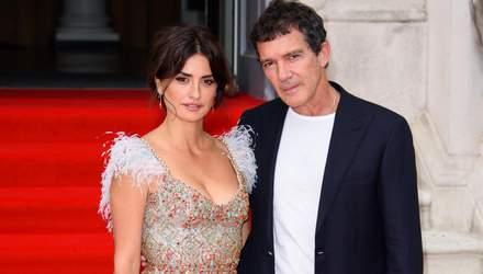 Пенелопа Крус в потрясающем платье и под руку с Антонио Бандерасом посетила премьеру фильма