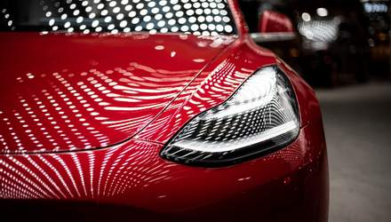 """Инженер превратил Tesla в """"шпионское"""" авто: видео"""