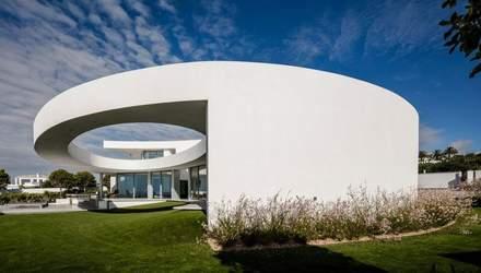 Дом из стихий: как выглядит необычный эллиптический дом в Португалии – фото