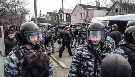Постійні обшуки та арешти: на що перетворилося життя кримських татар, які не зрадили Україну