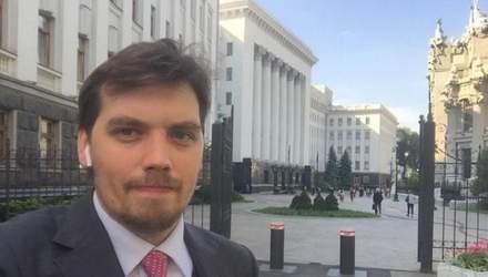 """Премьер Гончарук записал обращение к школьникам и """"будущему главе правительства"""": забавное видео"""