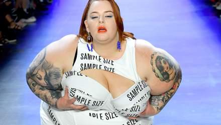 150-килограммовая модель Тесс Холлидей смело вышла на подиум в Нью-Йорке: фото и видео