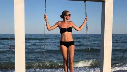 Катя Осадча похизувалася фігурою в трендовому купальнику 2019 року: звабливі фото