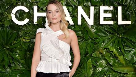 Марго Роббі підібрала ідеальний образ для появи на вечірці Chanel: стильні фото