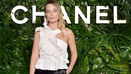 Марго Робби подобрала идеальный образ для появления на вечеринке Chanel: стильные фото