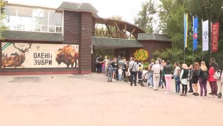 """Как в настоящей природе: впечатляющую экспозицию """"Олени и зубры"""" открыли в Черкасском зоопарке"""