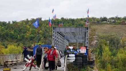 В Станице Луганской активно восстанавливают разрушенный мост: фотообзор