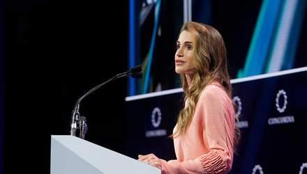 Королева Йорданії виступила на саміті в Нью-Йорку: що одягнула знаменита модниця
