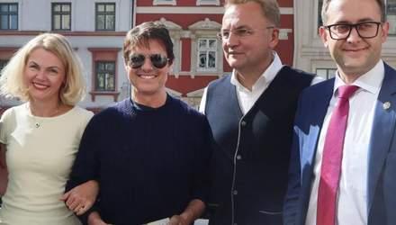 Том Круз во львовской Ратуше: сеть взорвалась мемами о визите голливудского актера