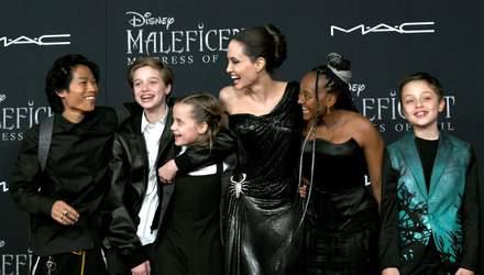 Гигантская ящерица, кролик и собака: Анджелина Джоли показала роскошный особняк и его обитателей